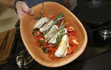 Vaříme cvalem s Michalem: Šéfkuchař připravil další lehké jídlo - králičí hřbet se zeleninou!
