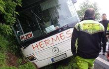 Autobus s dětmi boural! Řidič dostal infarkt?!