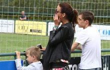 Zdrcená Agáta na fotbalu: Za otce držela minutu ticha!