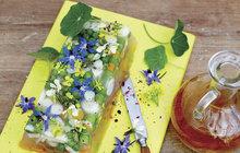 Jak zužitkovat jedlé kvítí v kuchyni? Připravte zdravý květinový sulc!