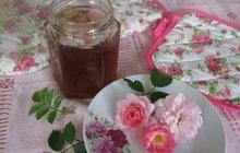 Sladké, provoněné a netradiční: Zkuste místo džemu želé z růží!