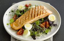 Grilovací sezóna je v plném proudu: Vyzkoušejte lososa s limetkovým máslem!