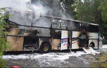 Autobus vzplál za jízdy! Prchalo z něj 53 lidí!