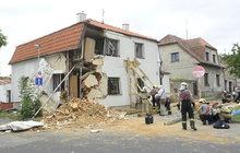 Dělníci podkopali nosnou zeď a... Dům se rozlomil vejpůl!
