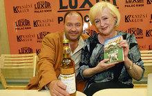 RODOKMEN SLAVNÝCH III: Tetou Michala Davida (55) je známá kartářka!