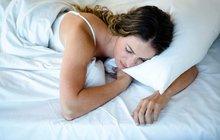 Špatně usínáte, nebo se v noci často budíte? Vyzkoušejte tipy pro lepší spánek!