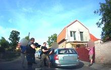 Zloděj byl v domácím vězení a ukradl 6 aut!