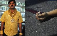 Závist? Majitele zlaté košile umlátili na ulici!