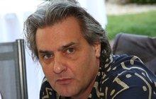 Bývalá moderátorská hvězda Slávek Boura (54) jehož si diváci mohou pamatovat z pořadu Rande či Snídaně s Novou, figuruje ve velké kauze pašování drog. Narkotika kurýři převáželi mezi Českou republikou, Austrálií a Novým Zélandem. Hrozí mu až 18 let vězení.