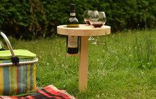 Kam s vínem na letním pikniku? Zkuste držák na láhev podle Zuzky z Prahy!