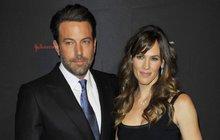 Ben Affleck & Jennifer Garner: Proč stáhli rozvod? Prý čekají 4. dítě!