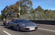 Neuvěřitelná jízda: Lamborghini s přívěsem a dvěma kozami na něm!