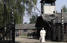 Papež napsal v Osvětimi: Pane, odpusť nám takovou krutost!
