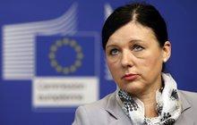Eurokomisařka Jourová: Homosexuálům teď fandí a podpořila je!