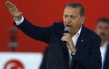 Erdoganovy čistky: Došlápl si na Slovenku!