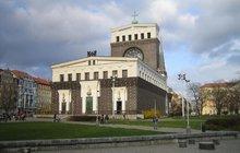 Muslimové s křesťany v kostele: Odsoudí teroristy!