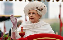 Pravdu odtajnil Nový Zéland až po 37 letech letech! Když britská královna Alžběta II. (91) zavítala v roce 1981 spolu s princem Philipem (96) do země, téměř přišla při pokusu o atentát o život.