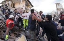 Děsivé zemětřesení v Itálii: Svědectví fotografa: Ze sutin pořád zní pláč dětí!