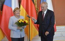Merkelová v Česku: Co dostala od Zemana!