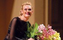 Naše úspěšná mezzosopranistka má díky manželovi právo honosit se titulem Lady. Šlechtický post ale bohužel nepřináší jen společenskou prestiž...