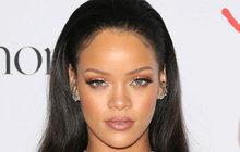 Super Bowl neboli finále nejprestižnější ligy amerického fotbalu NFL je díky poločasovému zábavnému programu každoročně jednou z nejsledovanějších událostí v USA. Zpívat během přestávky, to je pro každého z umělců jeden z vrcholů kariéry. Proto všechny šokovalo, když zpěvačka Rihanna (31) odmítla nabídku být hvězdou únorové megashow!