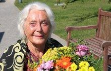 Legendární Květa Fialová oslavila 87: 16 měsíců v léčebně s Alzheimerem! Myslí si, že je...