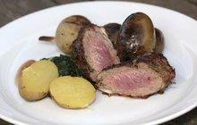 Vaříme cvalem s Michalem: Grilovat můžete i skopové maso, prohlásil šéfkuchař Michal a připravil jehněčí se špenátem!
