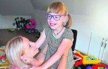 Holčička má mozkovou obrnu: Na léčbu Lucinky (7) nemají peníze!