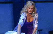 Mamma Mia: Helena a její proklatě hluboký dekolt!