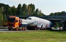 Cesta naganského speciálu do »důchodu«: Letadlo jelo 383 km po silnici!