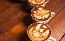 Dnešek je dnem nápoje, jenž je temný jako noc: Bez kávy ani ránu!
