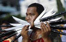 Extrémní festival v Thajsku: Ti ale mají proříznuté pusy!