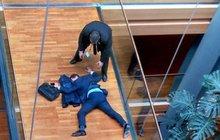 Evropský parlament: Zbili poslance! Krvácení do mozku?