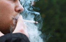 Kouřil na svém balkoně, zaplatí za to sousedovi!