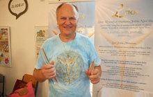 Ivo Johannes Daněk vystudoval původně ekonomii, trénoval házenou: Dnes ví, že krystaly nabíjí andělská energie!