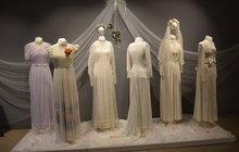 Výstava Příběhy svatebních šatů v Kroměříži: Zděděná nádhera stará 116 let!