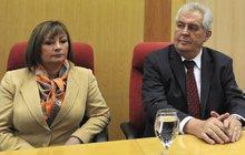 Prezident Zeman nechal otrhat všechny své zahrady... ale ne pro první dámu Ivanu!