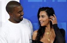 Naznačili slušný talent na podnikání s nemovitostmi. Kim Kardashian (37) a Kanye West (40) prodali svou vilu v losangeleské čtvrti Bel Air v přepočtu za 390 milionů korun, v roce 2013 ji přitom kupovali za 197 milionů.