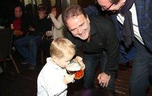 Smolík se synem a půllitrem: Táto, já mám žízeň!