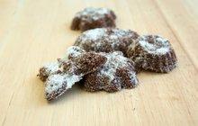VÁNOČNÍ PEČENÍ: Při pečení medvědích pracen ořechy nešetřete!