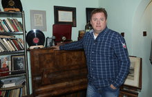 Jak bydlí herec a muzikant Václav Kopta: 10 let žil s vězněm!