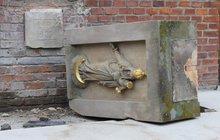 Mistr kameník našel smrt pod křížem: Zavalil ho 500 kg těžký kvádr!