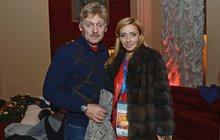 Žena Putinova mluvčího: Výsměch, nebo hold?