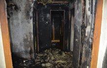 Od svíčky vyhořel rodině dům!