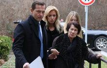 Brožová (48) pochovala tatínka (†83): Za kordonem z bodyguardů!