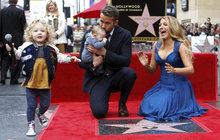 Manželé Ryan Reynolds & Blake Lively: Rodinná show na Chodníku slávy!