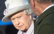 Britové v šoku: ATENTÁT NA KRÁLOVNU!