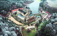 Jak se slavil Štědrý den na středověkém hradě: Podupejte slámu na Kosti…