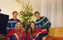 Tenisová dvojčata oslavila Vánoce se svými kluky: Šťastné a Plíškové!