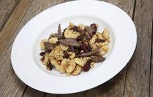 Vaříme cvalem s Michalem: Šéfkuchař Michal opět přináší jeden ze svých rychlých receptů, noky s jelení kýtou!